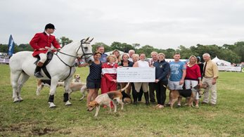 Worcestershire Hunt praised for vital fundraising by Midlands Air Ambulance Charity